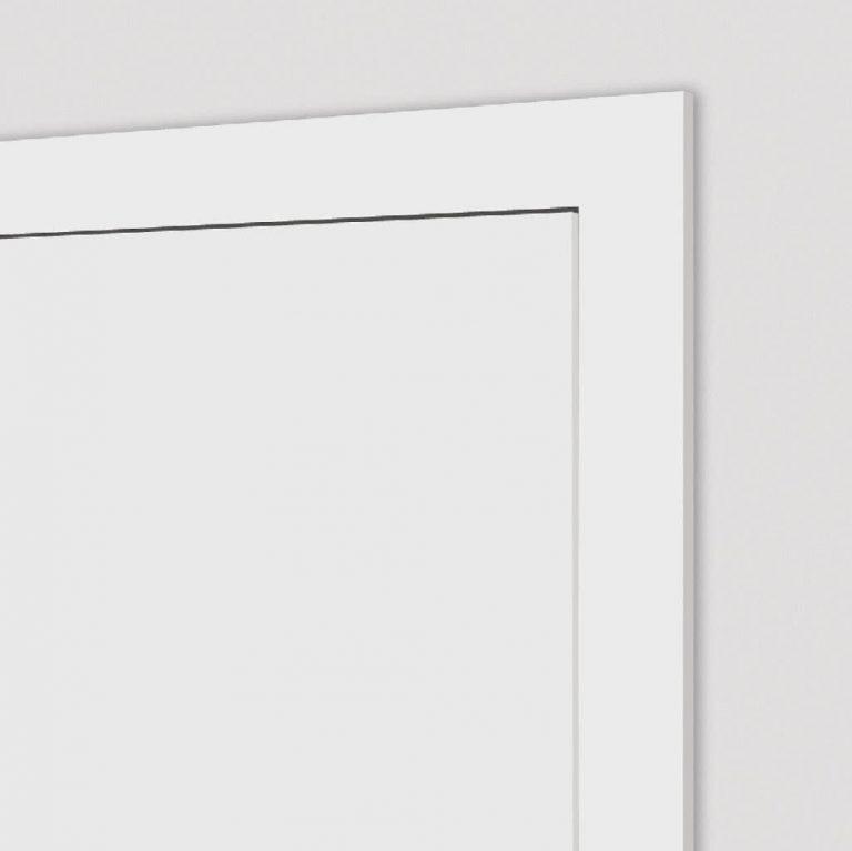 Stumpf eingeschlagene Tür geschlossen